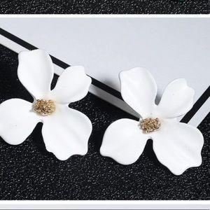 NEW! Mini White Korean Garden Flower Post Earring